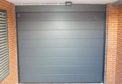 Puerta seccional Hörmann Decograin Titan Metalic