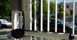 Instalación de puerta de garaje abatible