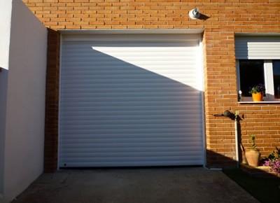 Puertas de garaje enrollables en Torres de la Alameda