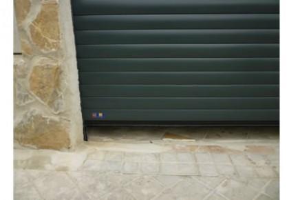 Puertas de garaje enrollables en Coslada