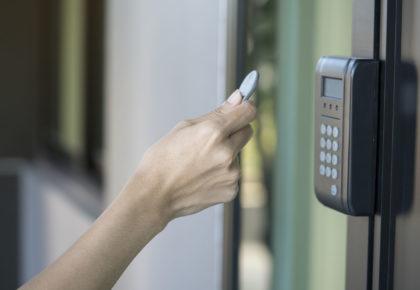 Seguridad y control de accesos
